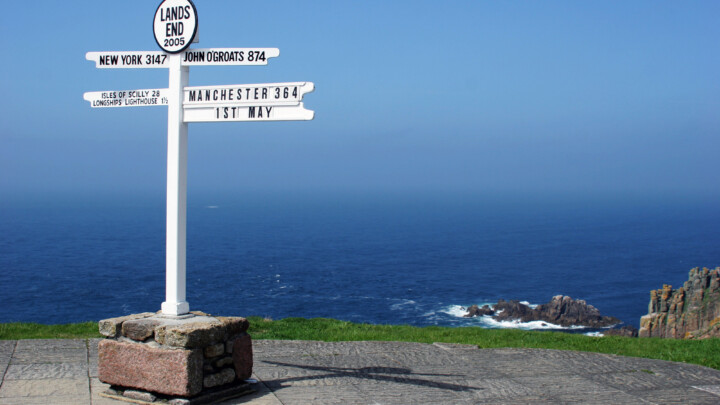 Land's End to John o' Groats sign
